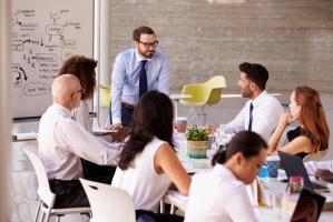 Praca w dużej firmie: Nie trzeba wybierać tradycyjnej ścieżki kariery