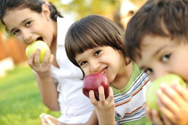 Banki Żywności: 30-minutowa przerwa w szkole zwiększy spożycie owoców i warzyw