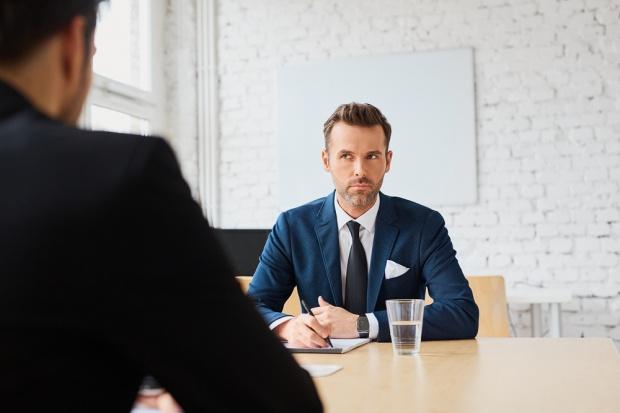 Praca: Jak rozmawiać z rekruterem, kiedy nasza firma ma złą opinię?