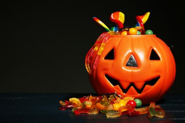 Halloween: Cukierki w papierku najlepsze, by uniknąć psikusa