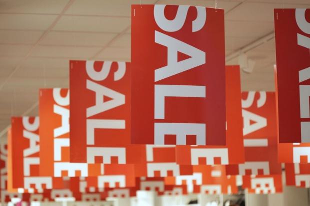 Podczas zakupów spożywczych klientów przyciągają czasowe obniżki cen