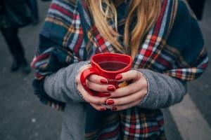 Do kawiarni z własnym kubkiem? Sieci chcą dbać o środowisko
