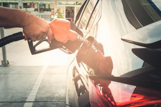 Jest szansa na wyhamowanie podwyżek cen paliw
