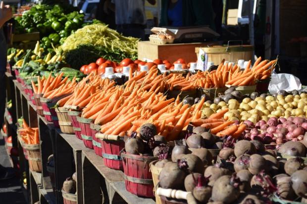 Rolniczy handel detaliczny: Komu rolnicy będą mogli sprzedawać?