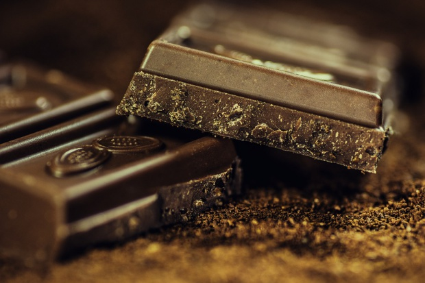 Spada globalna sprzedaż czekolady, rosną ceny ziarna kakaowego