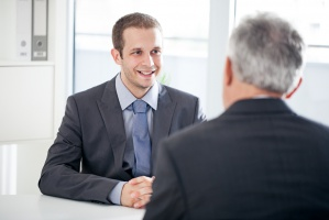 Praca: Jak zareagować na awans bez podwyżki?