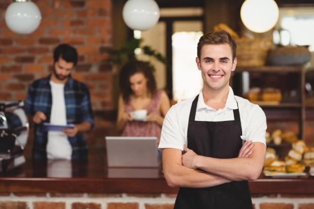 Usługi i handel: Jak rekrutować pracowników sezonowych?