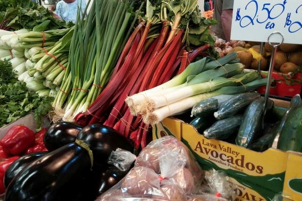Warzywa nawet trzykrotnie tańsze niż przed rokiem