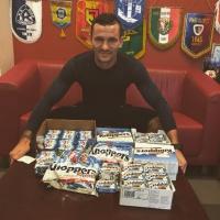 Piłkarz Pogoni Szczecin rozda kibicom 10 tysięcy Knoppersów