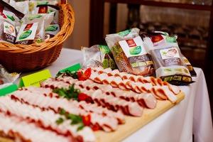 Tradycyjne wędliny i prawidłowe bilansowanie codziennej diety w Akademii Smaku Sokołów