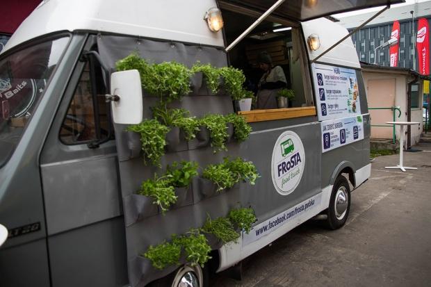 Frosta: Burgery z food trucka w ramach akcji promocyjnej