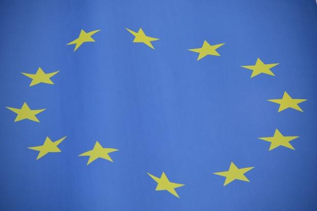 CBOS: większa część badanych popiera członkostwo Polski w UE.