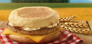 McDonald's ponownie czÄ™stuje za darmo produktami. Tym razem kanapkÄ… Å›niadaniowÄ…!