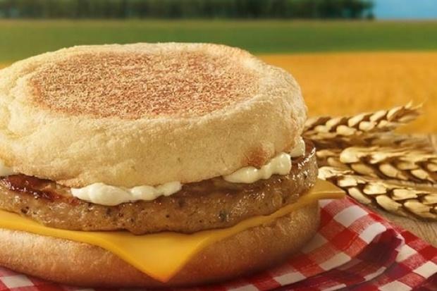McDonald's ponownie częstuje za darmo produktami. Tym razem kanapką śniadaniową!