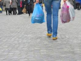 Kraje UE muszą zmniejszyć zużycie plastikowych toreb na zakupy
