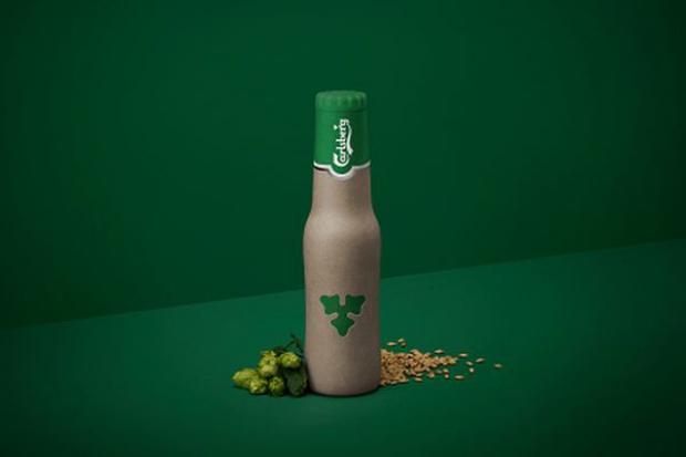 Carlsberg wprowadzi na rynek piwo w butelkach z włókna roślinnego