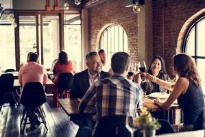 Koniunktura w gastronomii: Popyt i sprzedaż bardziej niekorzystne niż w październiku