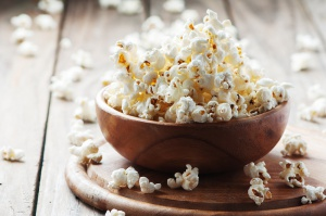 Dietetyk: Domowy popcorn może być wartościową przekąską