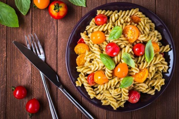 Polacy deklarują chęć zdrowego odżywiania... A jak jedzą naprawdę?