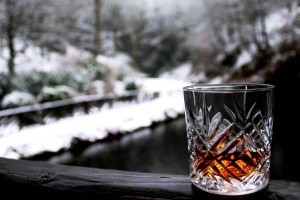 Polacy sięgają po droższą whisky, import rośnie
