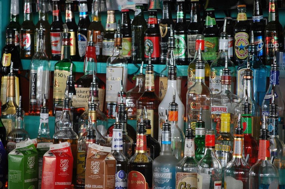 Sieci handlowe i producenci stawiają na promocje mocnych alkoholi przed świętami