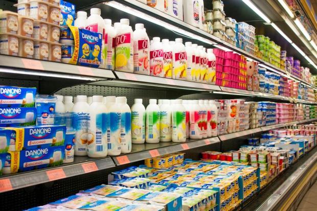 Polacy jedzą coraz mniej jogurtów - analiza