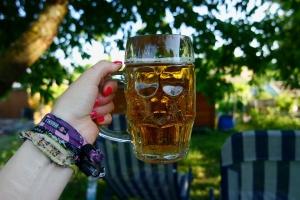"""Sąd Najwyższy zajmie się definicją """"ulicy"""" - gdzie nie wolno pić piwa"""