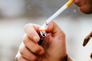 Olsztyn: Zakaz palenia na przystankach, w parkach i nad jeziorem Ukiel