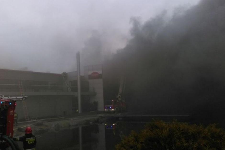 ZM Olewnik wciąż wstrzymują produkcję. Służby pracują na miejscu pożaru