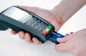 Rośnie liczba kart płatniczych w Polsce oraz transakcji z ich użyciem
