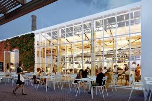 Powstanie strefa gastronomiczna w zabytkowych szklarniach przy CH Wola Park
