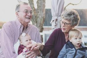 Premier Szydło złożyła życzenia babciom i dziadkom
