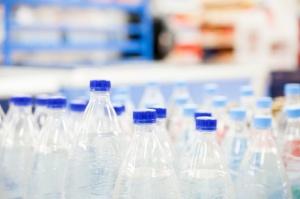 UOKiK bada ceny wody mineralnej na lotnisku