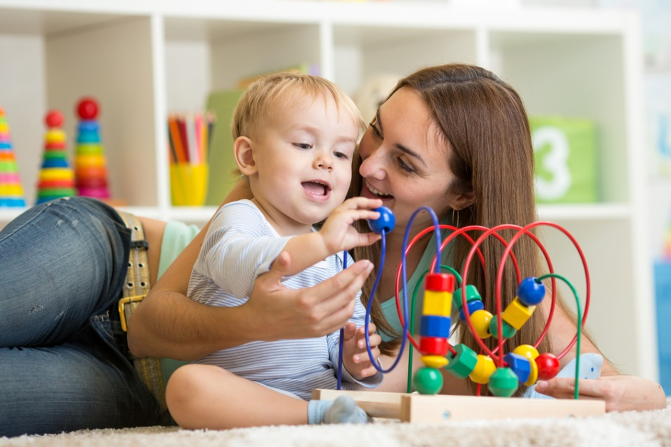 Rynek pracy: Urlopy rodzicielskie coraz bardziej popularne
