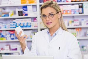 Samorząd aptekarski: należy zakazać sprzedaży w sklepach leków dzieciom do 16 lat