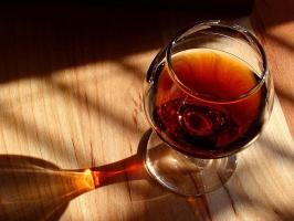 Koniaki podbijają eksport francuskich alkoholi
