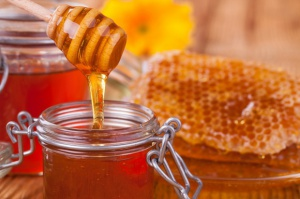 Dłuższy sezon aktywności pszczół i więcej miodu