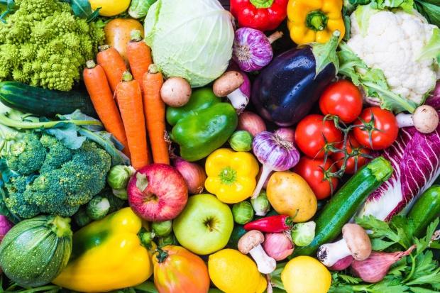Polacy spożywają za mało owoców i warzyw