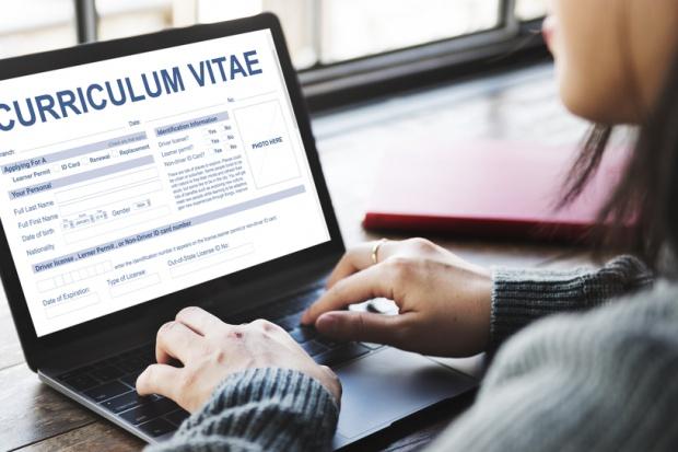 Praca: 7 rzeczy, które wzbudzą podejrzenia w CV