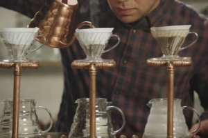 McCafé w nowej reklamie punktuje hipsterskie kawiarnie (wideo)