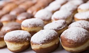Tesco o Tłustym Czwartku: Polacy zjedzą ponad 100 mln pączków