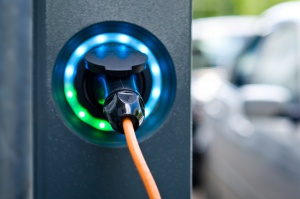 Lidl inwestuje w stacje ładowania aut elektrycznych