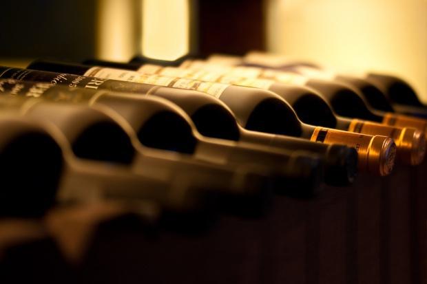 Sprzedaż wina rośnie w różnych kanałach dystrybucji, ale nie w dyskontach