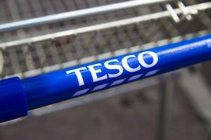 Tesco w UK rozwija sprzedaż internetową. W Polsce ją ogranicza
