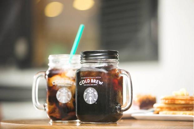 Starbucks serwuje kawę w słoikach
