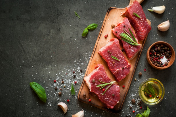 Brazylia: Najwięksi producenci mięsa sprzedawali zepsutą wołowinę i drób