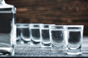 Produkcja wódki w lutym wzrosła, ale w okresie styczeń-luty spadła