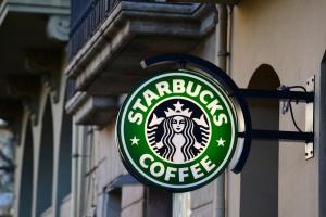 Starbucks wygasi swoje logo w całej Polsce