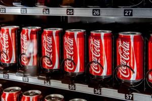 Irlandia: Puszki Coca-Coli mogły być zanieczyszczone fekaliami. Sprawę bada policja