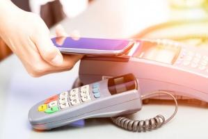 Polacy trzy razy częściej niż inni Europejczycy korzystają z płatności zbliżeniowych